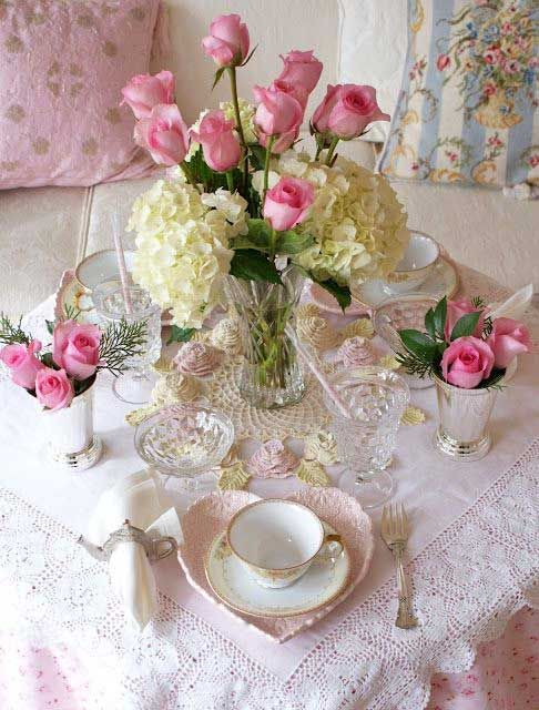 O estilo romantico shabby chic de ser lar cor de rosa - Mesa shabby chic ...