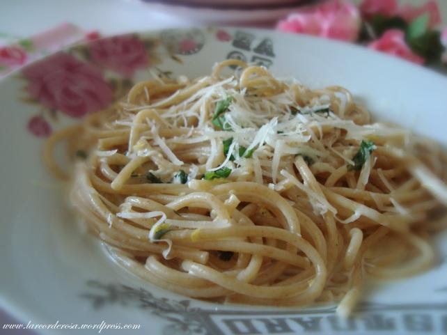 Espaguete ao molho de limao
